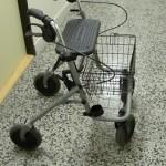 chodítko čtyřkolové - Rollator (s nákupním košíkem)